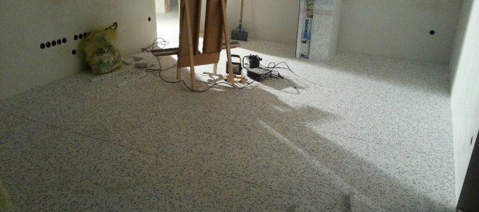 Isolation und Randstreifen nun auch im Erdgeschoss fertig