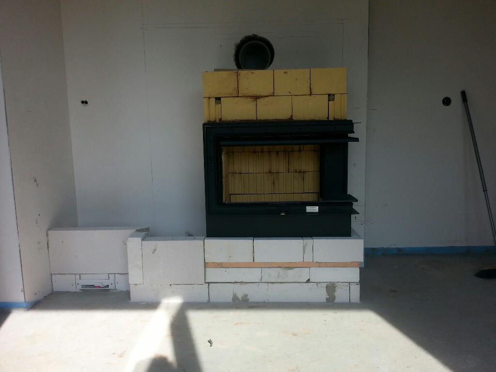 Unser Ofen wächst / Abschalung für Estrich in der Garage