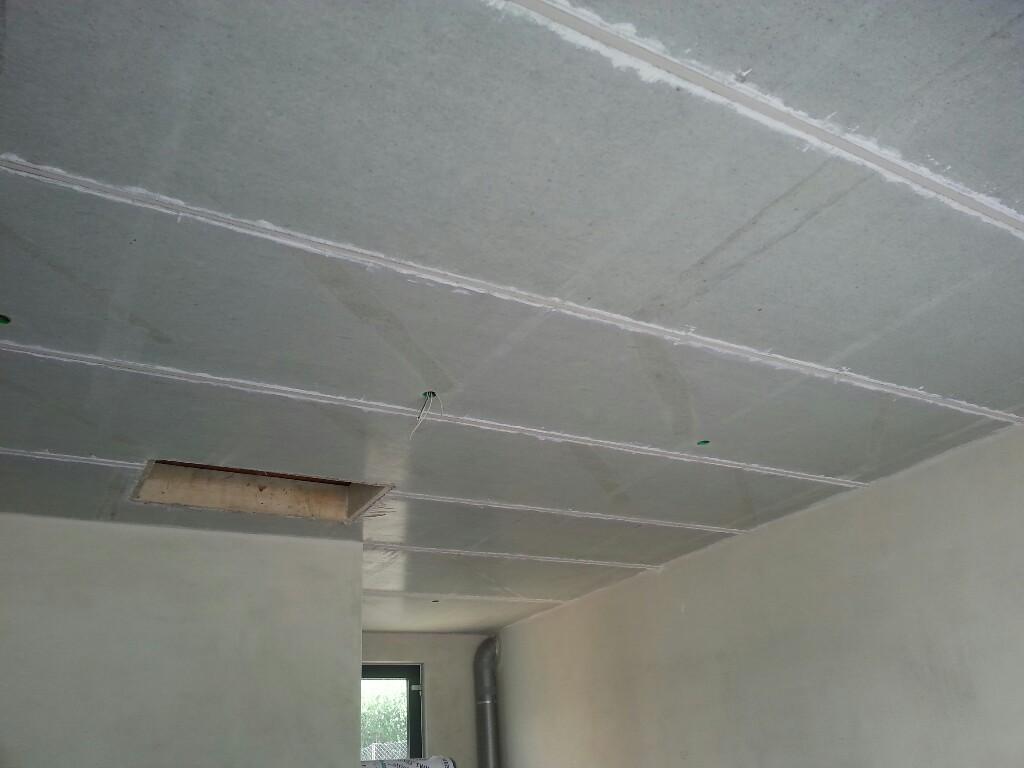 Isolierung des Garagenkelles – Decken spachteln…
