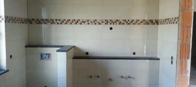 Dann halt doch das Bad verfugen, zumindest die Wände