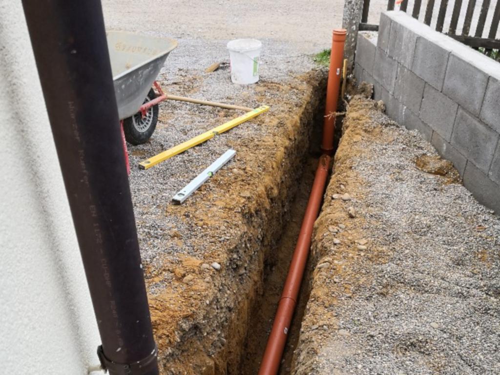 Rohre für die Hof-Entwässerung