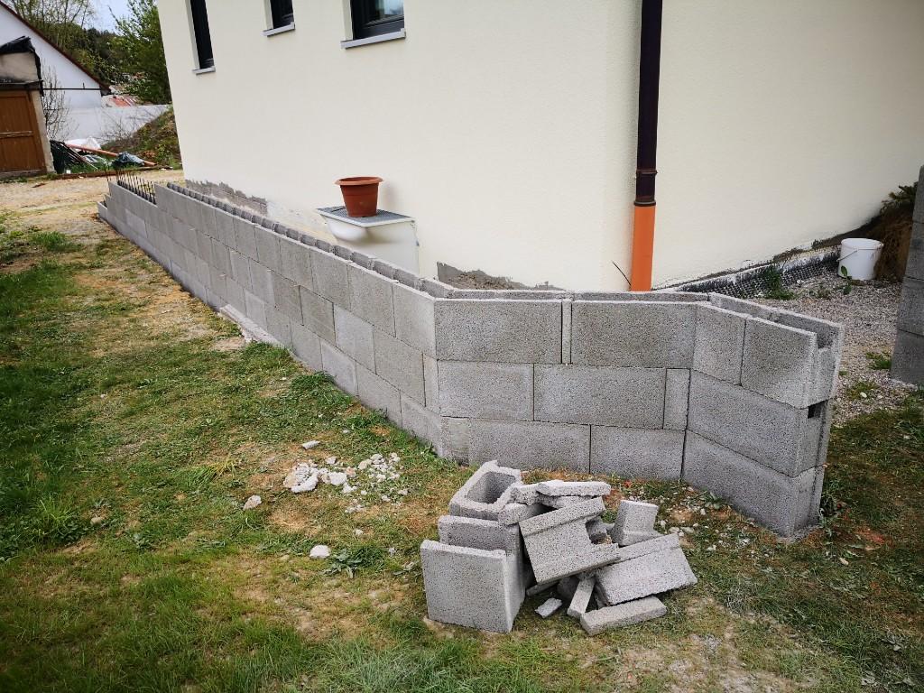 Und der erste Abschnitt ist trocken gemauert