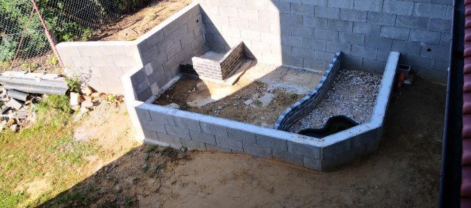 Wasserhahn an der Westseite – Mauern des Schildkrötenhäuschens