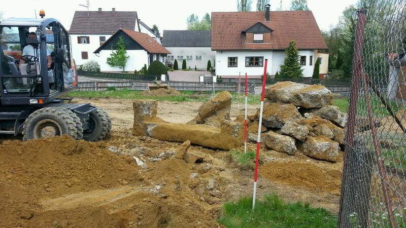 Betonreste der alten Mauer